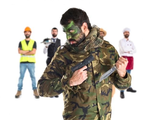 총을 가진 군인 무료 사진