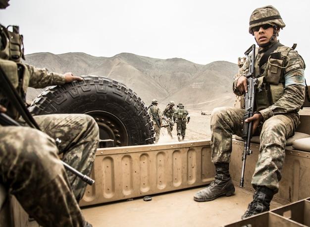 Солдаты в военной кампании