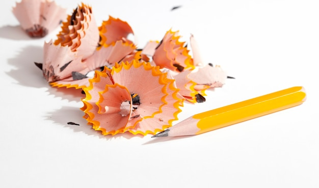 단색 나무 연필