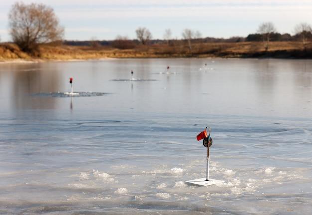 Некоторые снасти для рыбалки на зимней рыбалке