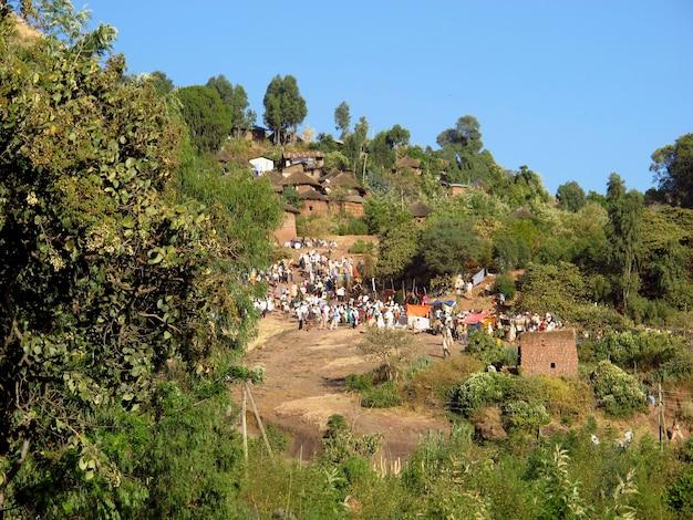 エチオピアのラリベラ市の何人かの人々