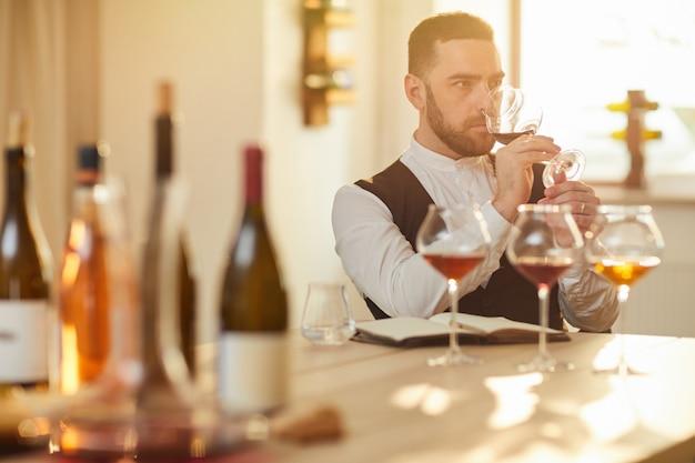 Вино дегустации сомелье