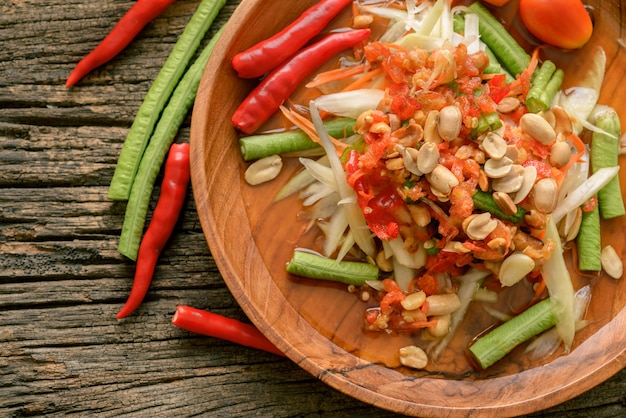 有名なタイ料理、パパイヤサラダ、somtam