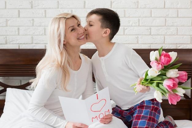 Сын целует маму