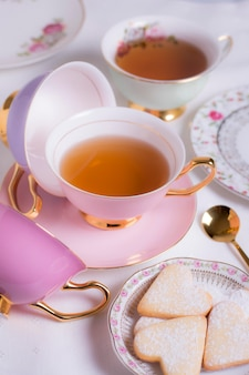 お茶会の要素の洗練された配置