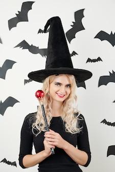 Колдунья с волшебной палочкой