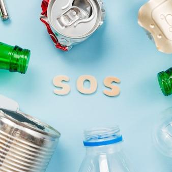 Текст sos с различным типом мусора