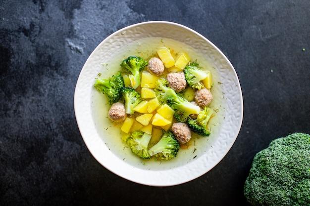 Суп фрикадельки брокколи овощи бульон для первых блюд мясо курица или индейка домашняя еда здоровое питание