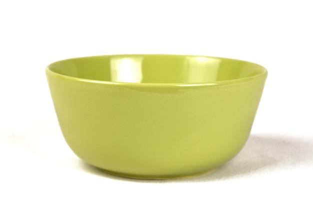 白い背景の上のスーププレート