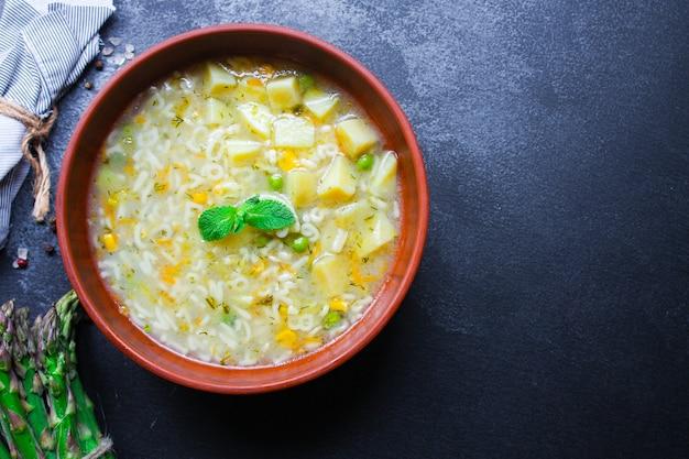 Суп из овощей и макарон