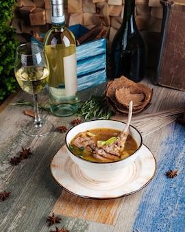 Суп с ребрами баранины, сельдереем, шпинатом и картофелем