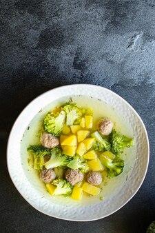 Суп с тефтелями и овощами