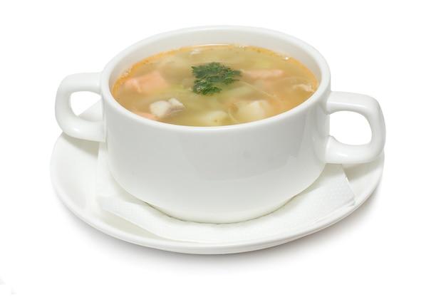 白に分離されたシーフードのスープ