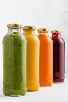 ガラス瓶入りスープブロッコリー、カボチャ、ニンジン、ビートのガラス瓶入りスープ