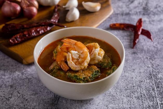 Кислый суп с креветками ча ом - острая тайская еда