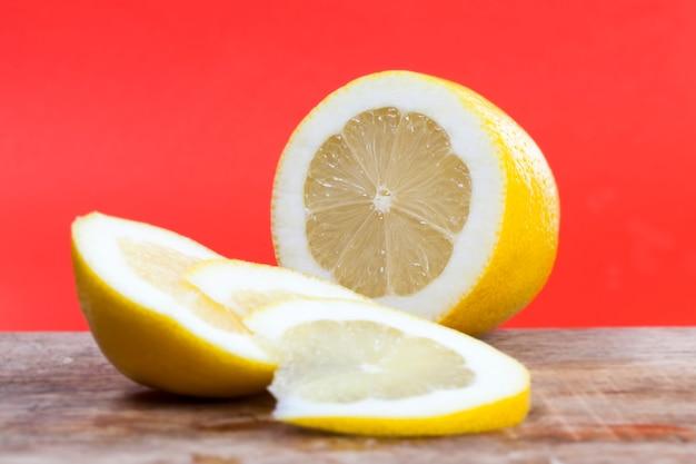 酸っぱい黄色いレモン