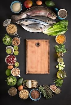 オメガ3製品のソース。海の魚、ナッツ、穀物、野菜