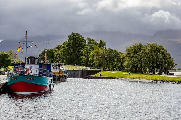 Souters lass пришвартован в каледонском канале в корпахе в шотландии 19 мая 2011 года.