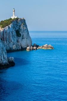 レフカダ島の南岬と灯台(レフカダ島、ギリシャ、イオニア海)