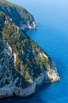 レフカダ島の南岬(レフカダ、ギリシャ、イオニア海)。上から見る。
