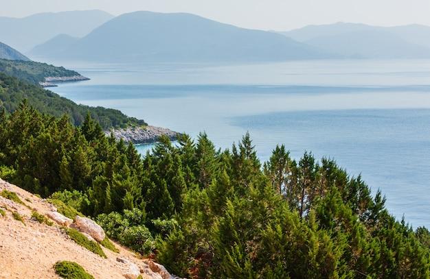 Южный мыс острова лефкас (лефкас, греция, ионическое море). вид сверху.