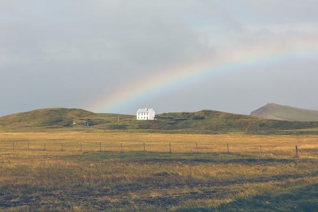 Южно-исландский пейзаж с радугой