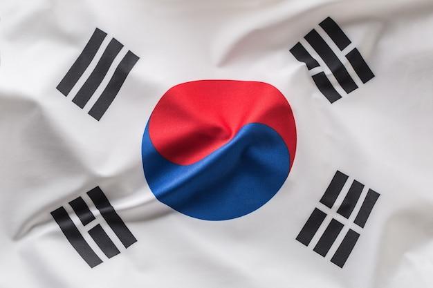韓国の旗。風になびくカラフルな韓国の旗。
