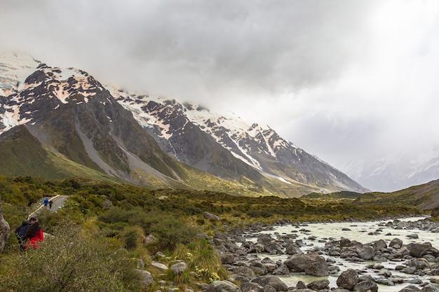 남 알프스 후커 호수에서 멀지 않은 작은 빠른 강 뉴질랜드 남섬