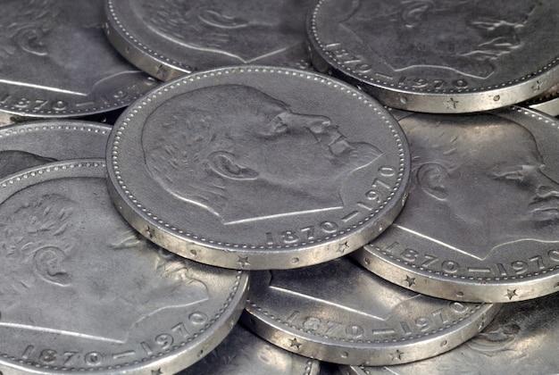 レーニンをイメージしたソビエト硬貨のクローズアップ硬貨と紙幣