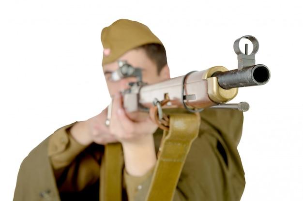Советский снайпер с винтовкой