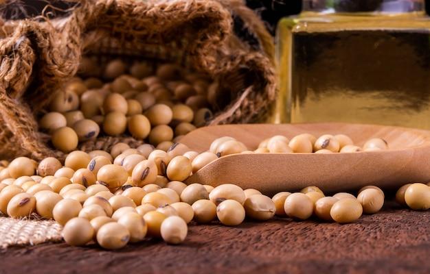 木製の表面に大豆油。素朴なスタイル