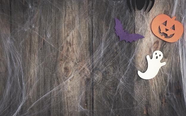 白いspの巣と刻まれたカボチャ形のフェルト装飾背景