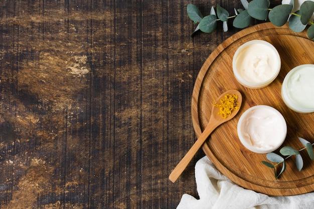 Спа и косметические процедуры различными кремами для лица