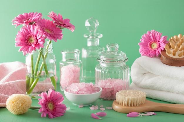 Спа ароматерапия с эфирным маслом кисти герберы с цветами