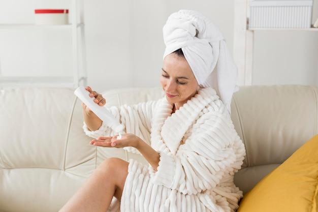 Концепция спа в домашних условиях молока для тела