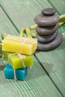Спа бамбук на зеленом