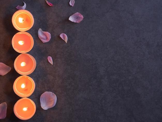 Спа композиция из свечей и роз.