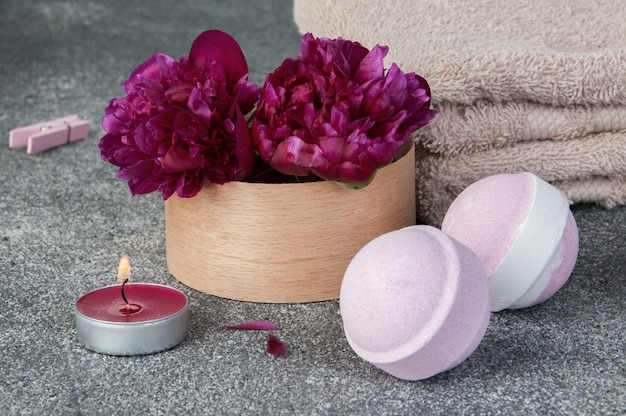 Spa composition with bath bombs and two peonies