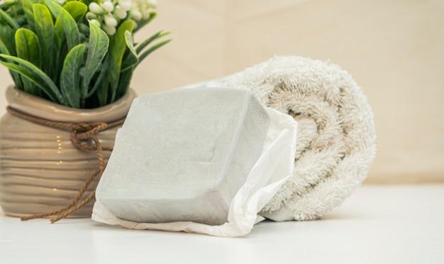 Концепция спа. мыло и полотенца ручной работы для классического украшения спа и салона красоты.