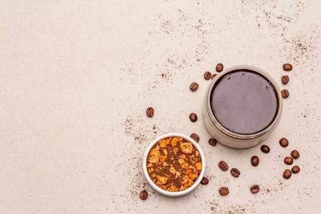 スパのコンセプトです。コーヒーのボディスクラブと海の塩でセルフケア。天然オーガニック化粧品、自家製製品、オルタナティブライフスタイル