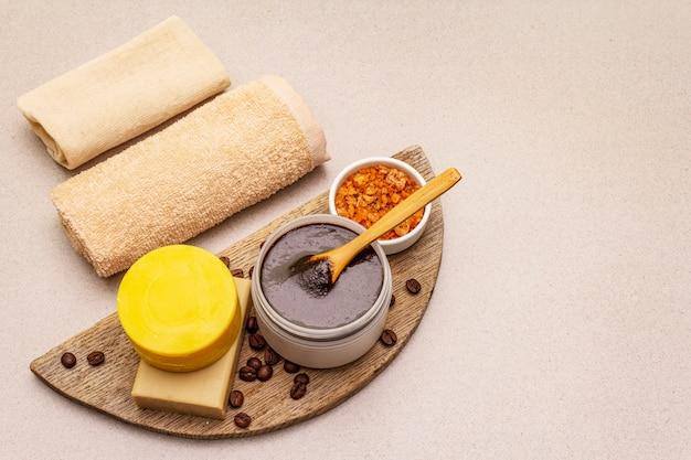 スパのコンセプトです。蜂蜜、コーヒー、ウコンによるセルフケア。天然オーガニック化粧品、自家製製品、オルタナティブライフスタイル