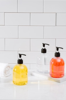 Спа-комплект. шампунь, мыло и жидкость. гель для душа. соль для ароматерапии