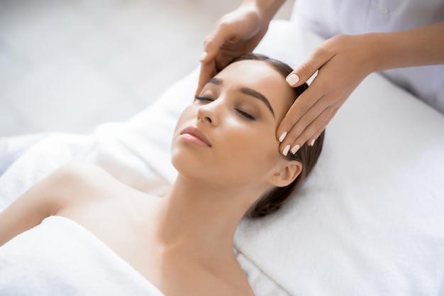 Spa massage Free Photo