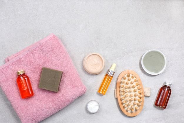 石のテーブルで自然化粧品とスパ製品組成