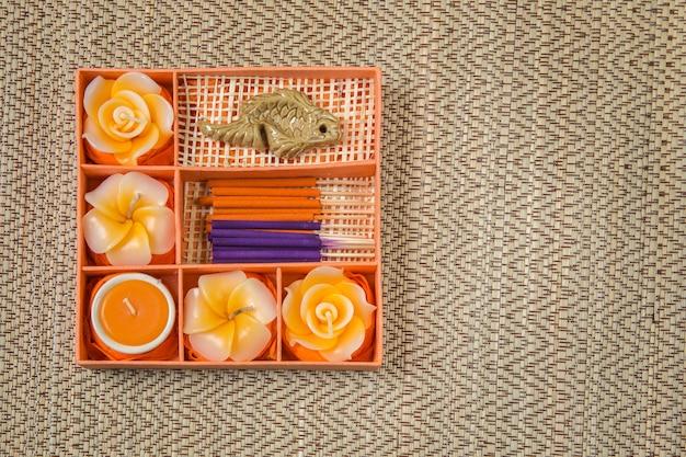 Спа набор. розы shaped свечи, ароматические палочки в оранжевой коробке