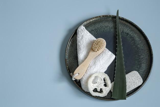 Спа-натюрморт с органическими средствами по уходу за телом и кожей крупным планом