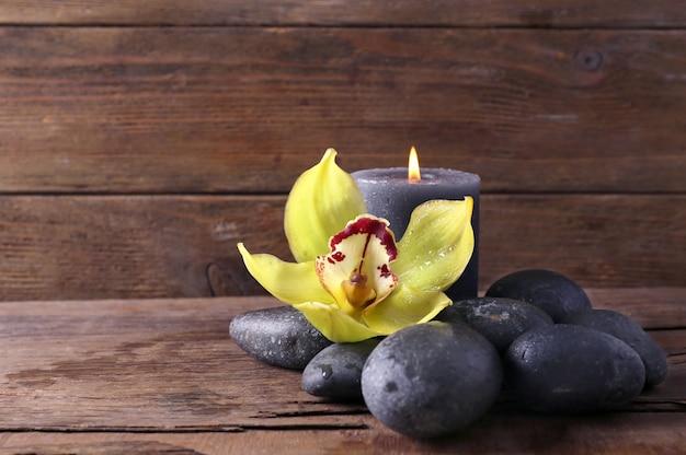 돌, 꽃과 나무에 촛불 스파 정