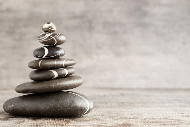 Украшение спа камнями в равновесии