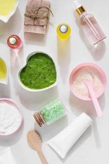 Disposizione di trattamento termale cosmetici laici piatta