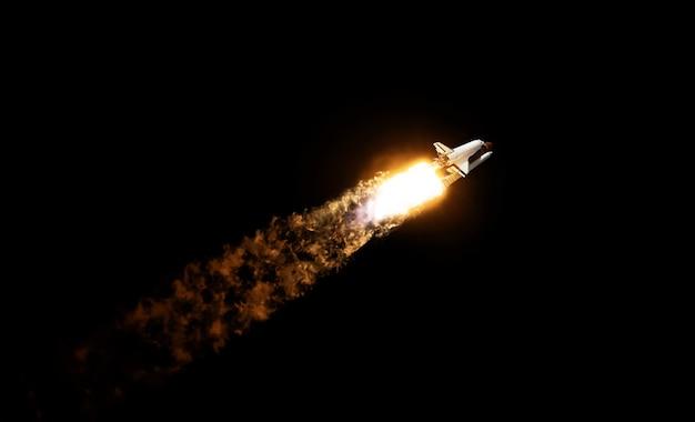黒い空を背景に爆風と煙が立ち込めるスペースロケットシャトル。宇宙船は黒い背景で離陸します。宇宙ミッション、コンセプト。